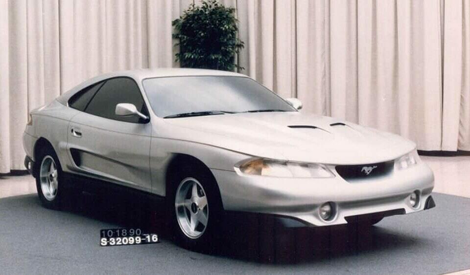 """Ford Mustang """"Rambo"""" 1990."""
